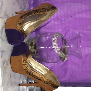 Snakes skin and brown/purple pumps